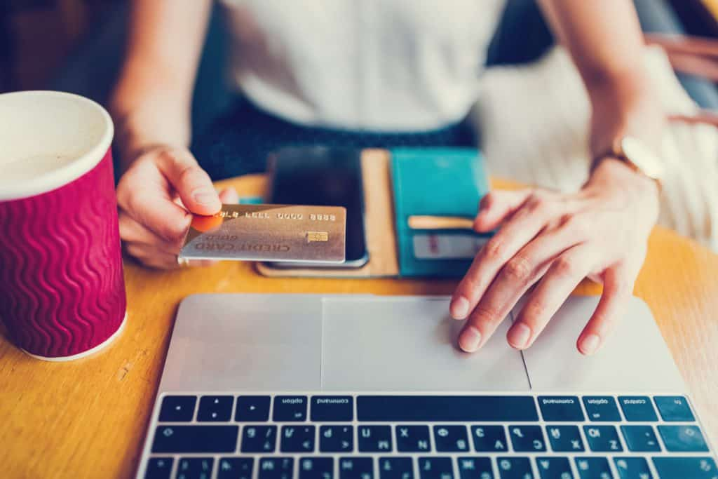 using ecommerce to make online purchase